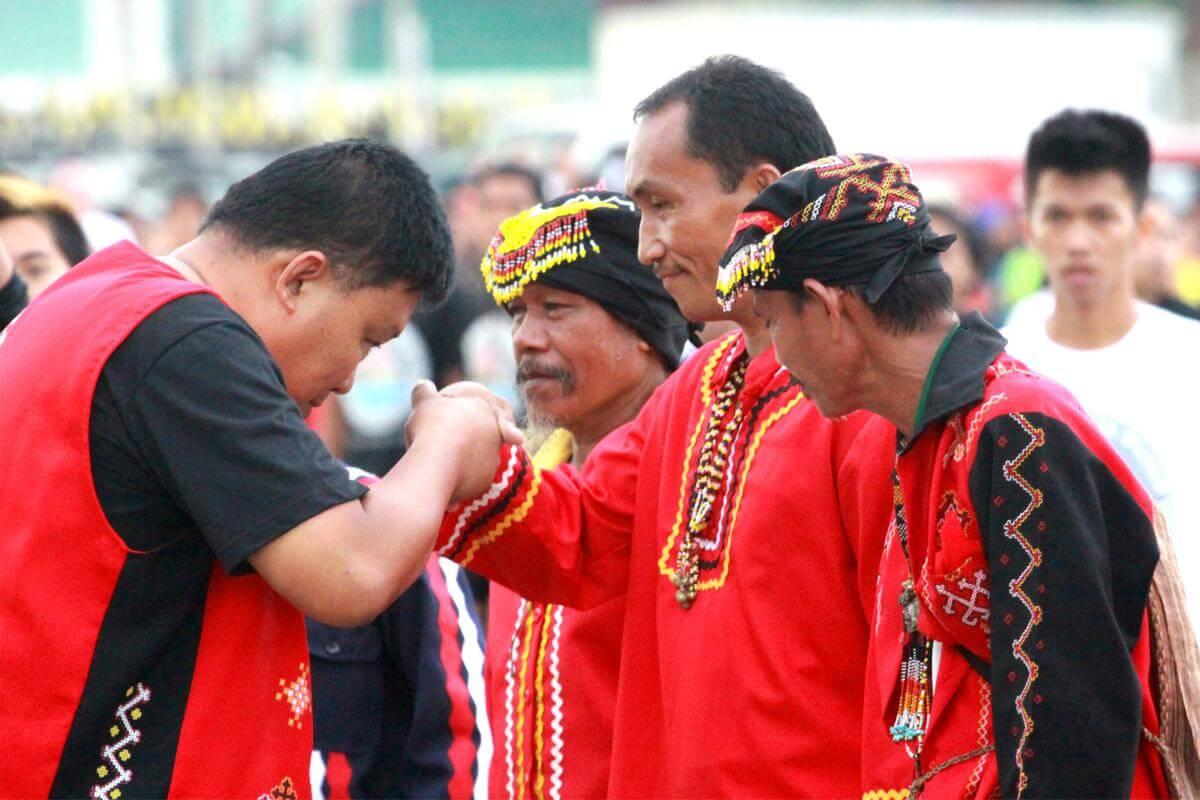 Người dân Philippines rất coi trọng tính cấp bậc quan hệ trong xã hội