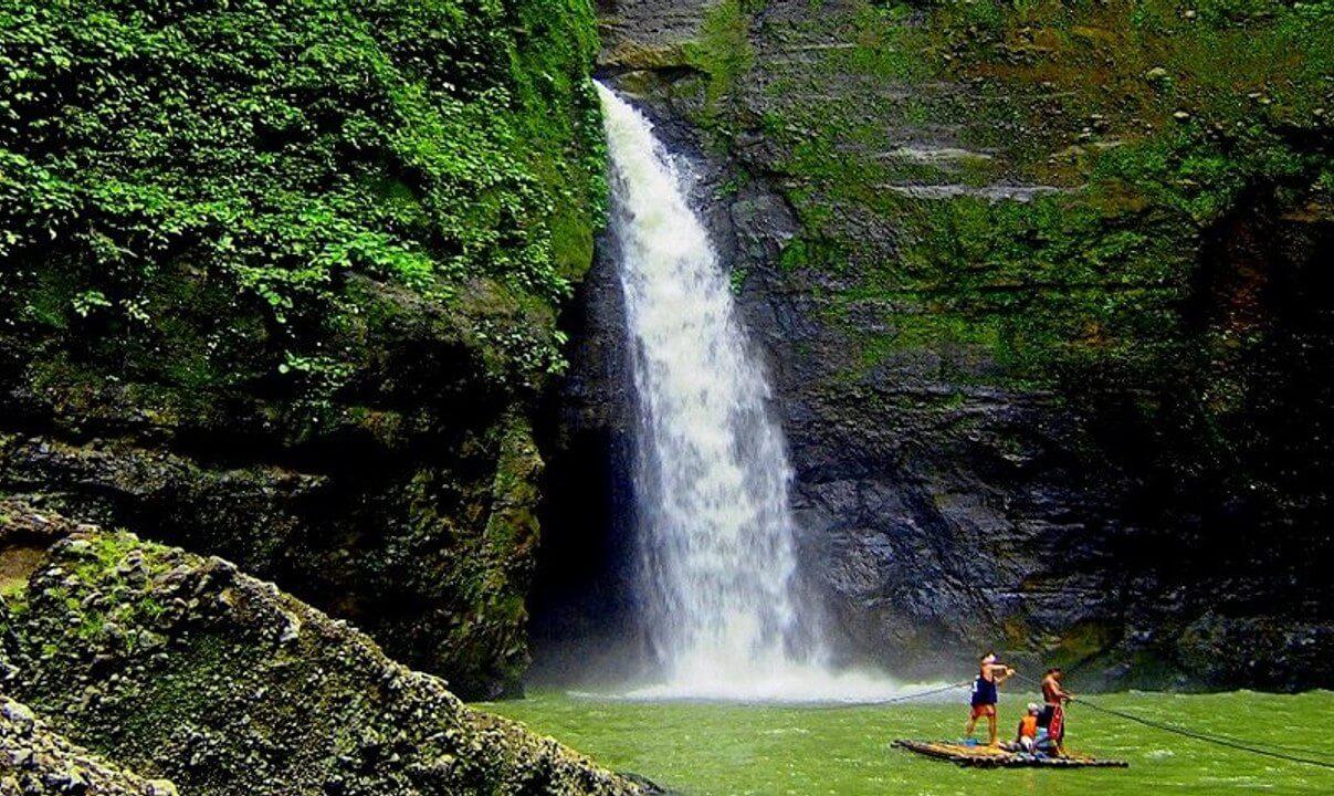 Chinh phục Thác Pagsanjan bằng chiếc bè gỗ xuyên qua thác nước
