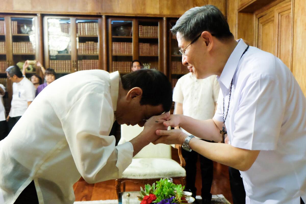Cách chào lịch sự và thể hiện sự tôn trọng của người Philippines