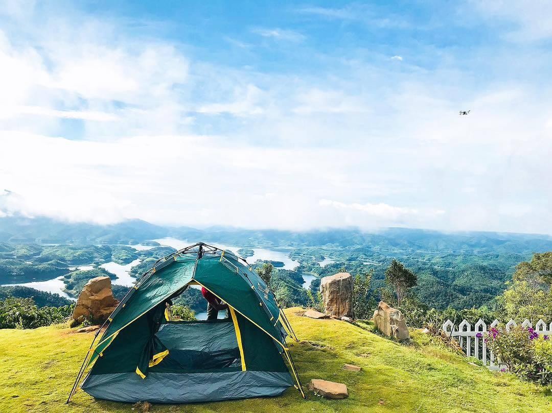 Ngủ Lều tại Khu Du Lịch Tà Đùng mang đến cho du khách cảm giác gần gủi với thiên nhiên
