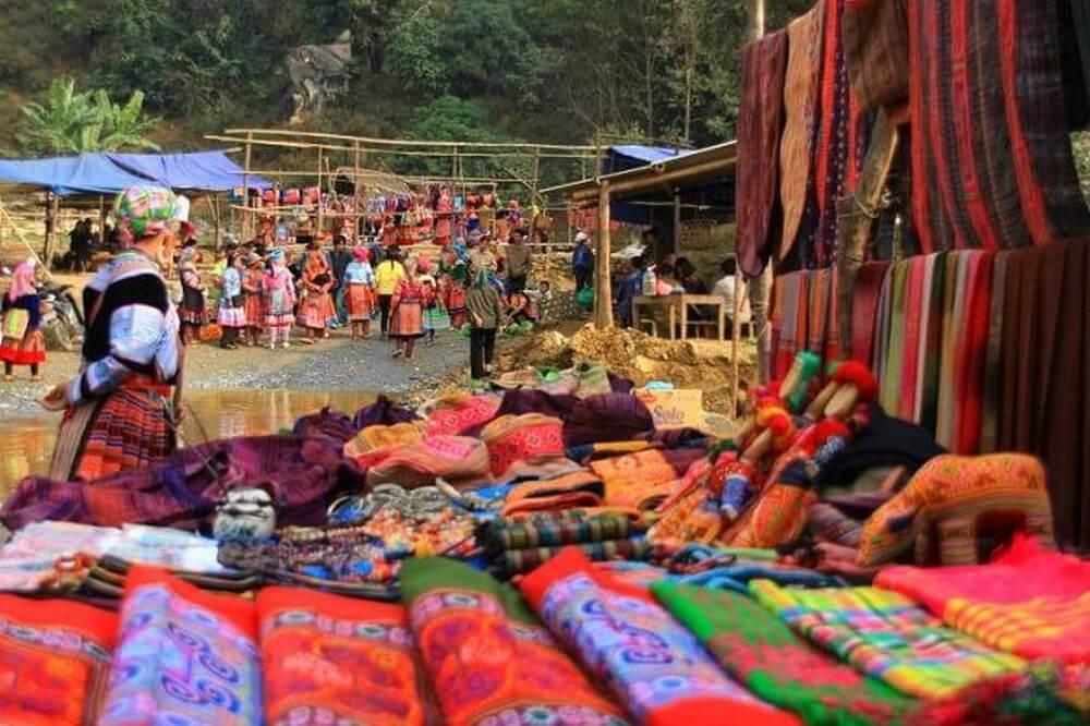 Phiên Chợ Phố Đoàn là phiên chợ duy n chỉ hợp mỗi tuần 1 lần vào sáng chủ nhật.